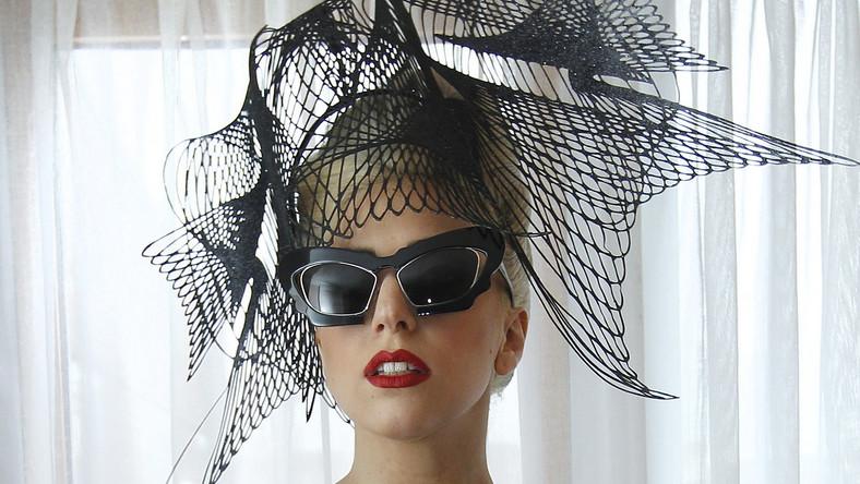 Wokalistka cierpi ostatnio na brak mocy twórczej. Aby nagrać nowy album, Gaga postanowiła zrobić sobie przerwę od mediów, wiec swoje urodziny spędzi zapewne bez blasku fleszy