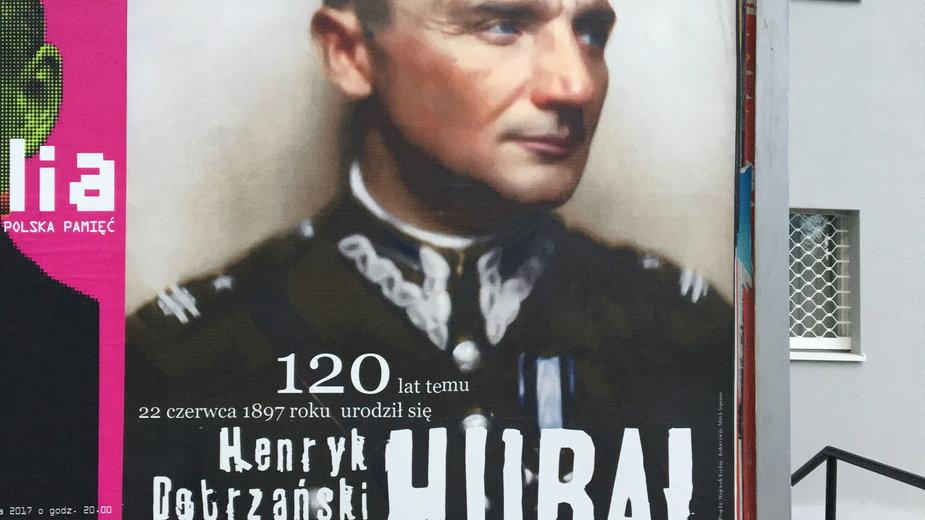"""Plakat z okazji 120. rocznicy urodzin majora Henryka Dobrzanskiego herbu Leliwa, ps. """"Hubal"""""""