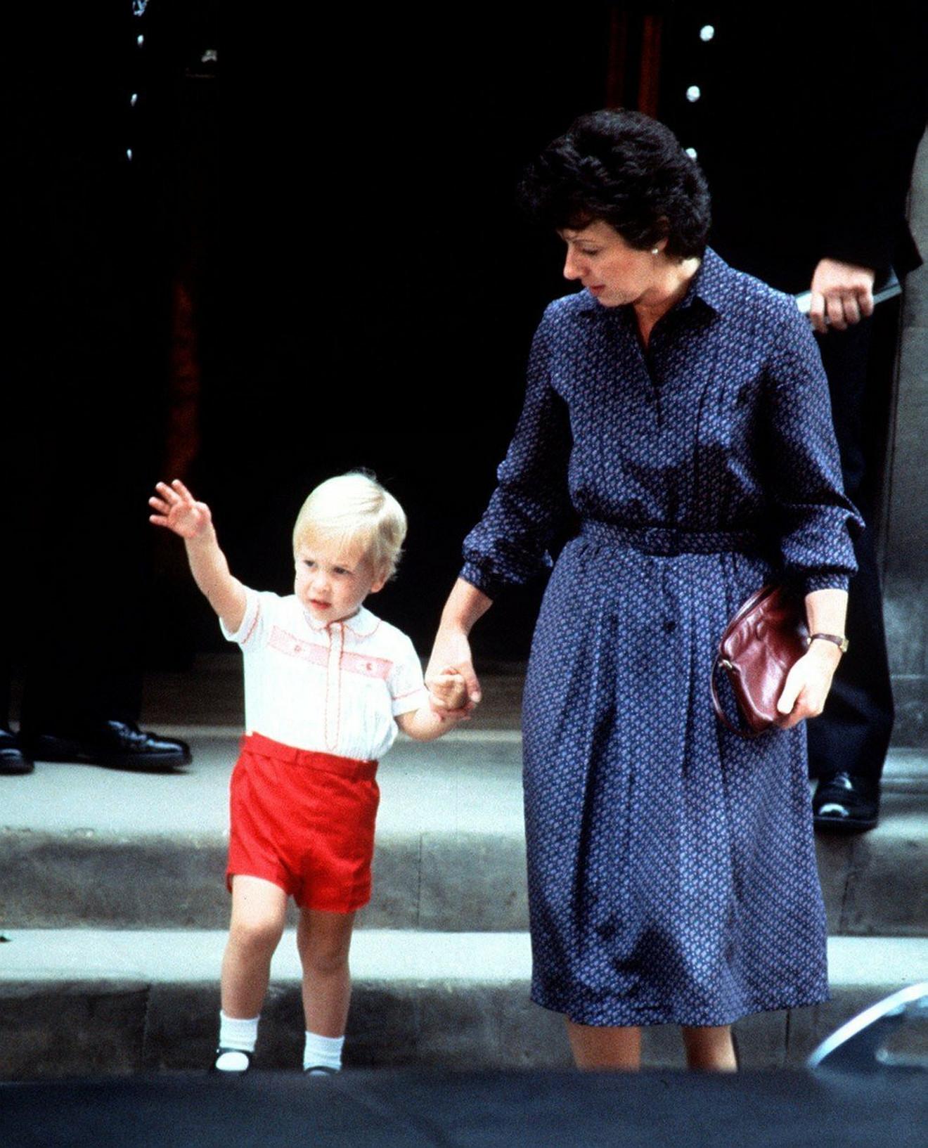 Maleni Hari- isto odelo je nekoliko decenija kasnije nosio njegov bratanac princ Džordž Luj Aleksander na krštenju princeze Šarlot Elizabet Dajana u Engleskoj