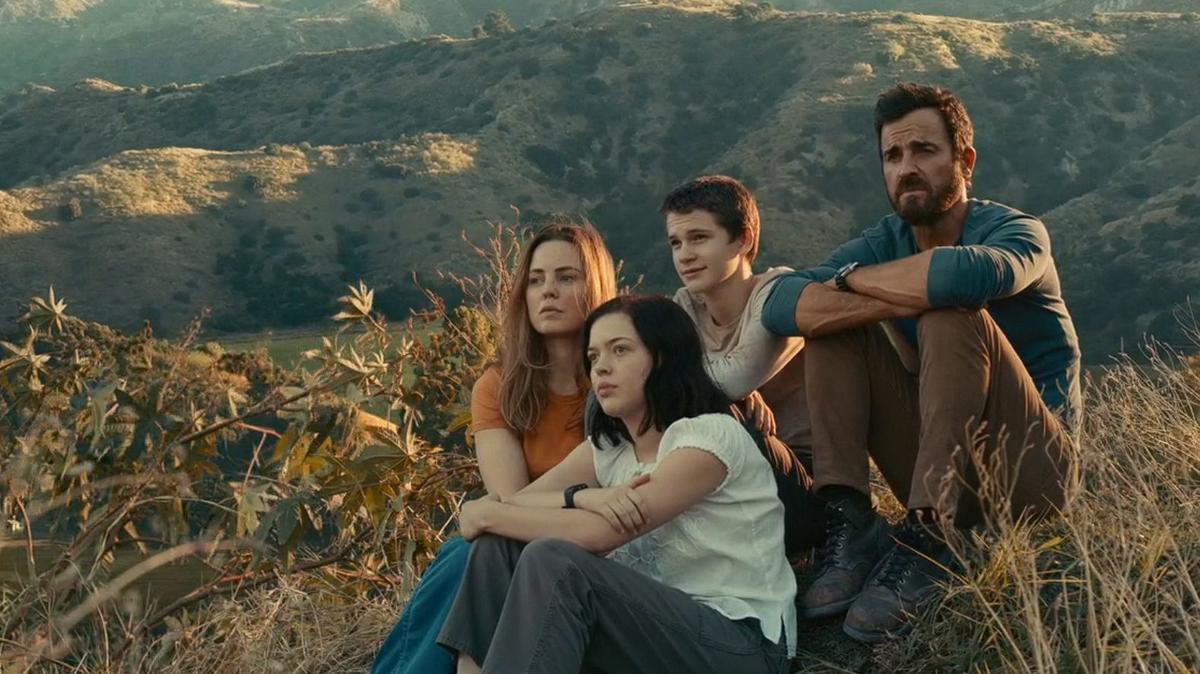 Egy megszállott tudós és családja a törvény emberei elől menekülnek az Apple TV+ izgalmas drámasorozatában