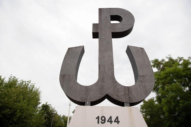 Symbol Polski Walczącej na szczycie Kopca Powstania Warszawskiego na stołecznym Czerniakowie