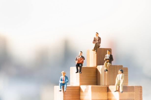 Osoby prowadzące własną działalność gospodarczą i korzystające z preferencji w opłacaniu składek na ubezpieczenia społeczne, muszą z kolei liczyć się ze wzrostem kwot przekazywanych do ZUS.