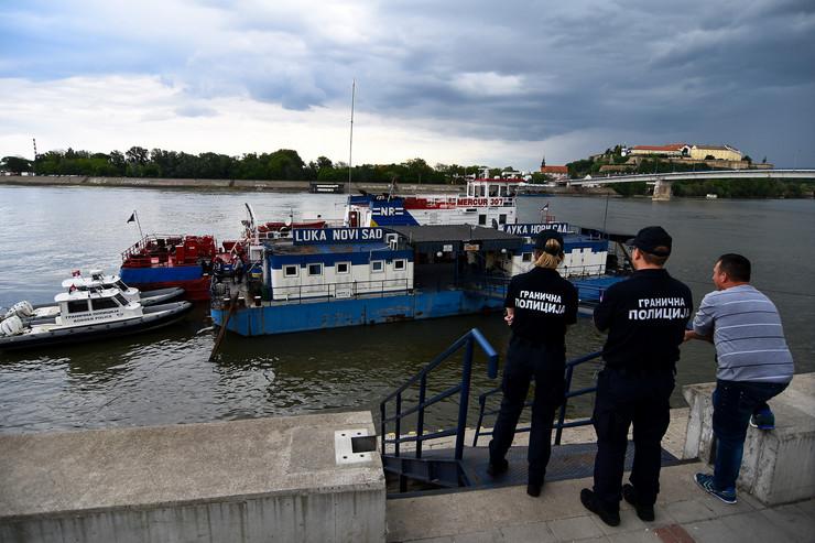 Novi Sad033 teretni brod udario u pristan luke novi sad foto Nenad Mihajlovic