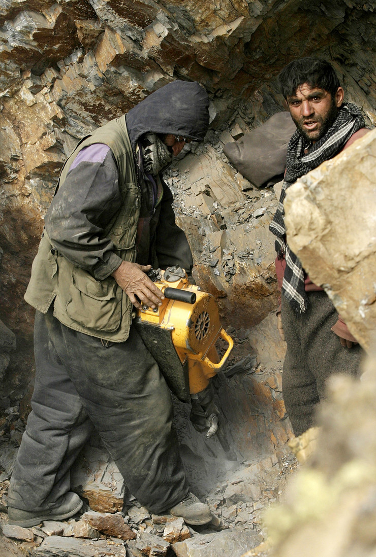47166_avganistan-minerali01-afp-massoud-hossaini
