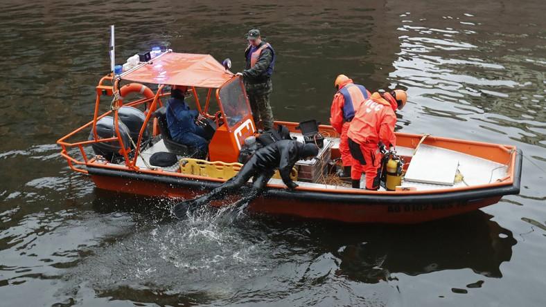 Rosyjskie służby wodne wyławiają szczątki ofiary