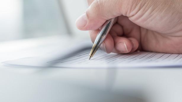Kwestią, która wymaga uwagi ze strony inwestora, jest forma podpisu dokumentów.