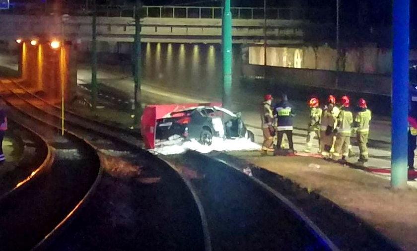 W wypadku na ul. Hetmańskiej w Poznaniu zginęły 2 osoby.