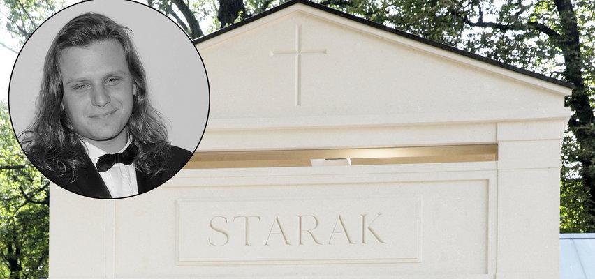 Przebudowali grobowiec Piotra Woźniaka-Staraka. Po zmianach środek mauzoleum zapiera dech w piersiach