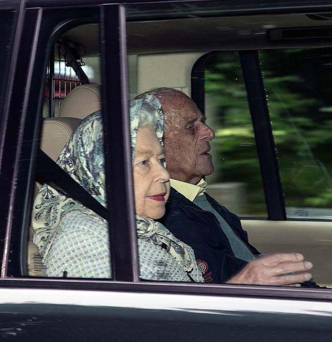 Kraljica Elizabeta sa suprugom pricnom Filipom početkom ovog meseca odlazi u crkvu