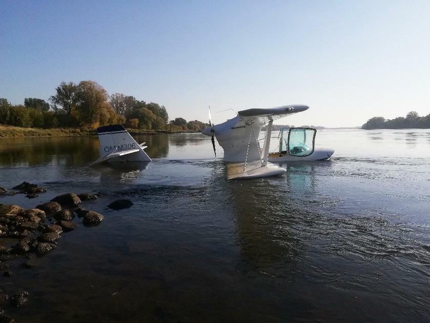 Awaryjne lądowanie samolotu na Wiśle w Toruniu