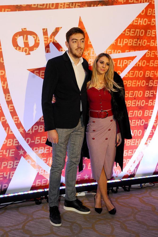 Milan Pavkov sa devojkom