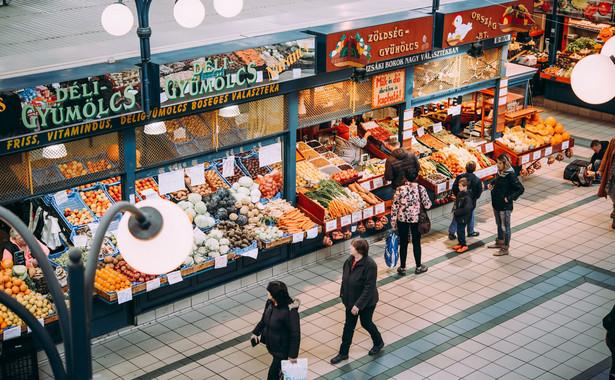 Zgodnie z ustawą, która weszła w życie 1 marca br., handel w niedziele jest dozwolony jedynie w pierwszą i ostatnią niedzielę każdego miesiąca. W tym miesiącu wszystkie sklepy mogą być otwarte jeszcze w niedzielę 25 listopada.