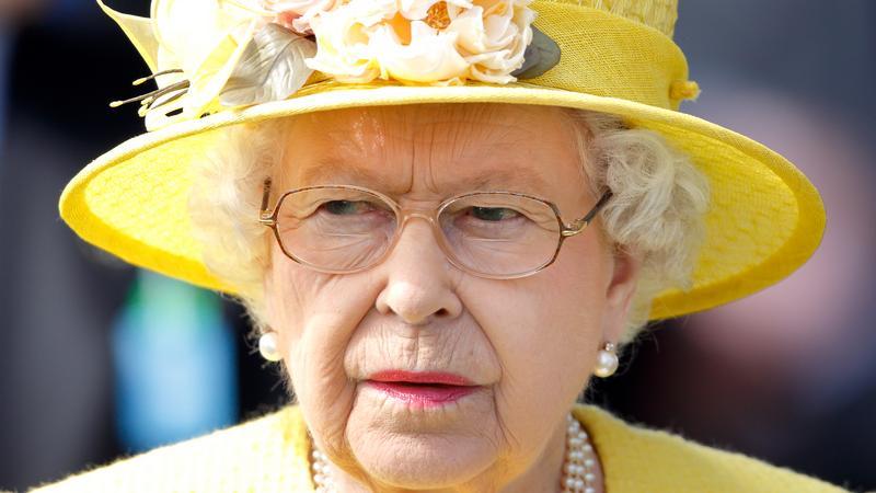 Królowa Elżbieta na wyścigach English Derby
