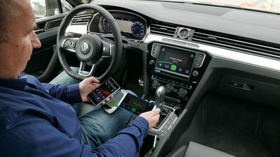 Samochody zbiorą jeszcze więcej danych - kto i co nas śledzi?