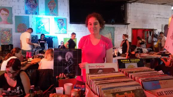 Milena prodaje ploče kojih u njenoj porodici ima više od 2.000