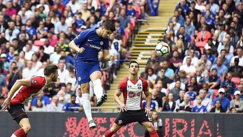 Alvaro Morata strzela gola dla Chelsea