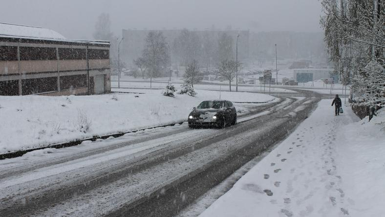 Energetycy wciąż usuwają awarie spowodowane opadami śniegu
