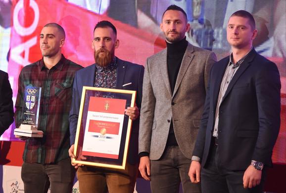 Basket reprezentacija Srbije sa nagradom OKS-a
