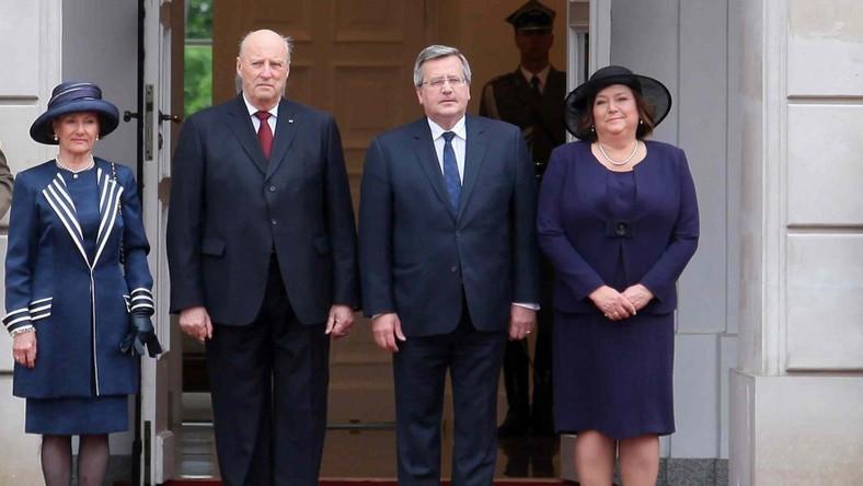 Król Norwegii z małżonką oraz Bronisław i Anna Komorowscy
