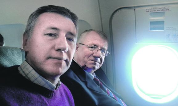 """Selfi: Novinar """"Blica"""" u avionu razgovarao sa Šešeljem"""