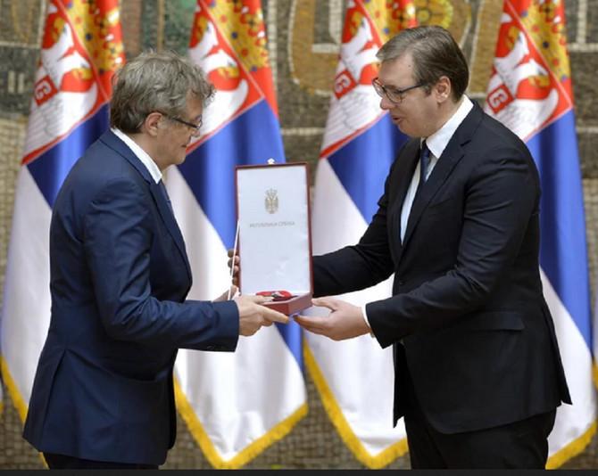 Reditelj Emir Kusturica prima nagradu