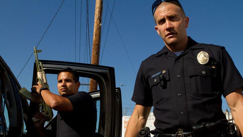 David Ayer pozwala widzom zbliżyć się do magnetycznych bohaterów, a jego film przypomina przejażdżkę na tylnym siedzeniu patrolowego wozu