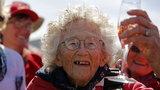 Na 100. urodziny skoczyła ze spadochronem