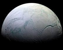 Enceladus - lodowy księżyc Saturna. Zdjęcie zrobiła sonda Cassini