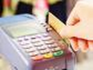 'Karta za zero złotych'? Sprawdź to! 13 na 18 banków pobiera opłaty