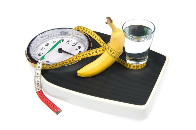 banana i čaša vode
