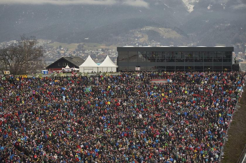 Zanim to ogłoszono, fani skoków w ciągu godziny kupili 2500 biletów na pierwszy konkurs w Oberstdorfie.