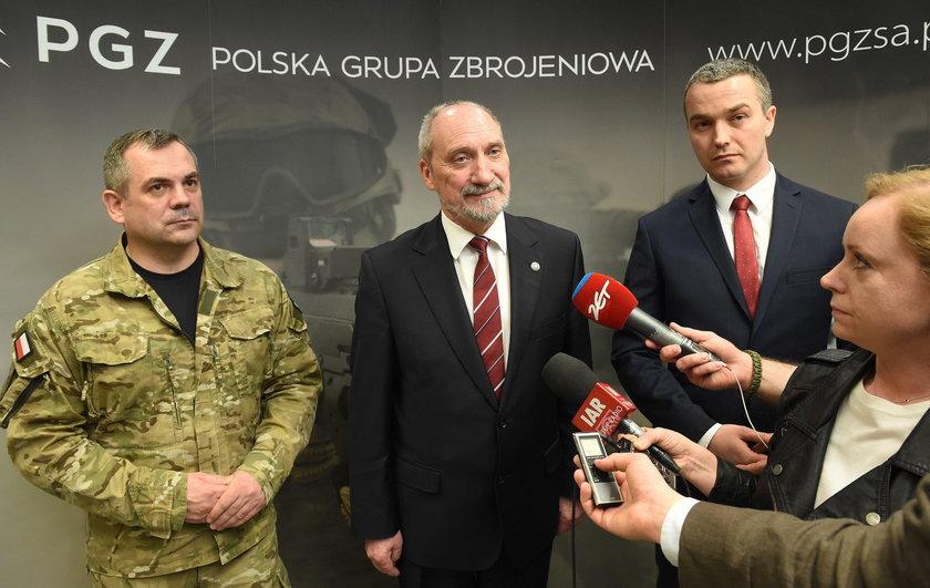 Macierewicz, dowódca WOT i prezes PGZ