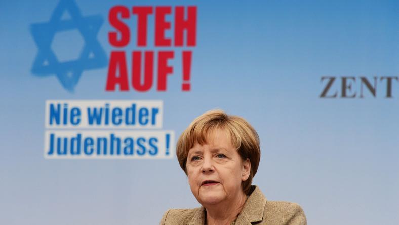 """Kanclerz Angela Merkel przemawia na wiecu pod hasłem""""Powstań. Nigdy więcej nienawiści wobec Żydów"""""""