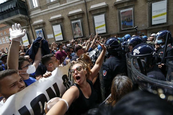 Rim, protest, korona