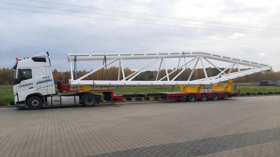 Transport ogromnych konstrukcje kratownic zamknie w nocy Autostradę A1