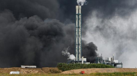 Chmura dymu po wybuchu w fabryce chemicznej w Leverkusen nadciąga nad Polskę