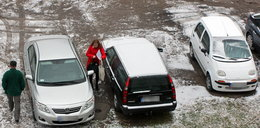 Zaczęło się! Skrobanie szyb, śnieg na ulicach...