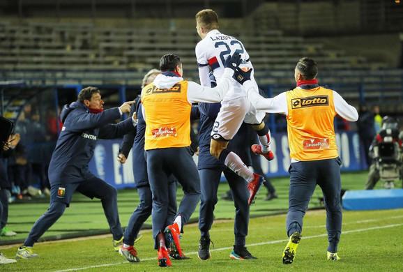 Darko Lazović je znao da proslavi gol sa saigračima