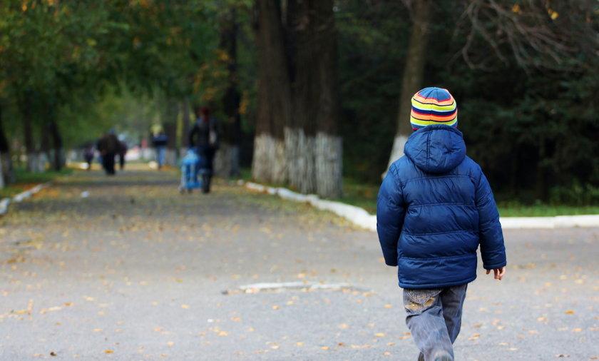 Do jednego ze sklepów w  Kościerzynie przyszedł 4-letni chłopiec ubrany jedynie w piżamę, skarpetki i... kask rowerowy