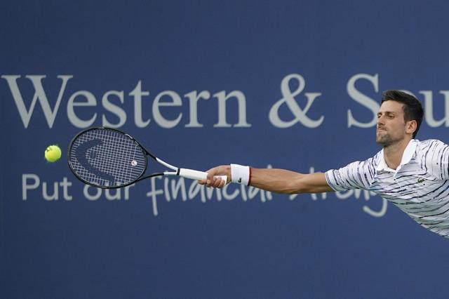 Novak Đoković tokom polufinala mastersa u Sinsinatiju protiv Danila Medvedeva