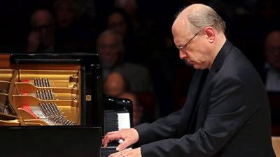 Two Pianists Offer Contrasting Paths of Exploration