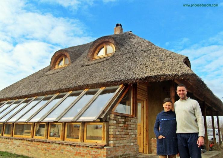 Milan i Nada Đupovac, kuća od blata i slame