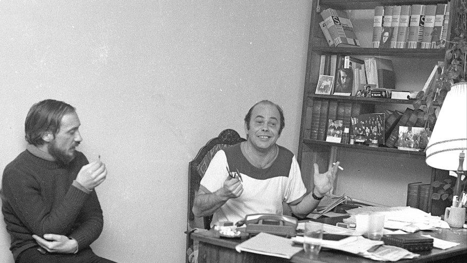 Antoni Macierewicz i Jacek Kuroń podczas zebrania członków i współpracowników KOR