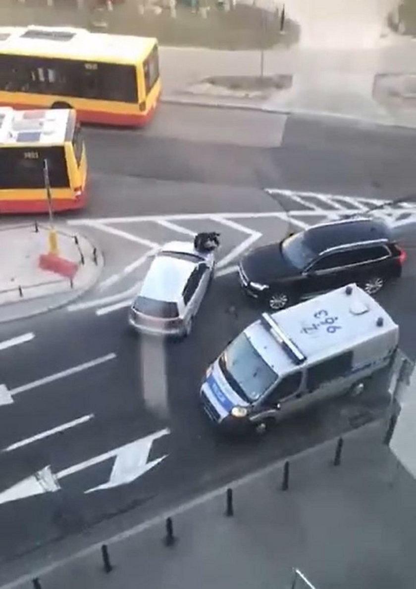 Kierowca potrącił policjanta