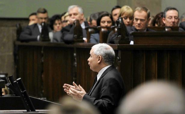 Jarosław Kaczyński przemawia w czasie debaty nad wotum nieufności