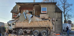 Ciężarówka uderzyła w dom! Szukali ludzi pod gruzami