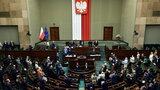 Sondaż: Złe wieści dla PiS, nie najlepsze dla opozycji