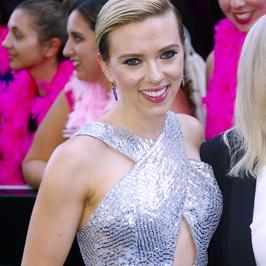 Scarlett Johansson już tak nie wygląda. Co za fryzura!