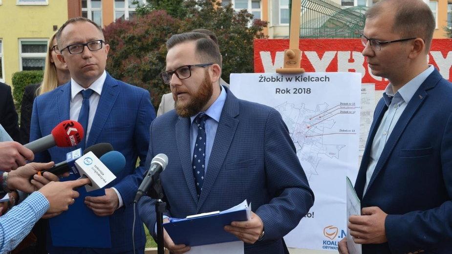Radny KO z Kielc potwierdza, że zaszczepił się przeciwko COVID-19. Zawiesił swoje członkostwo w partii