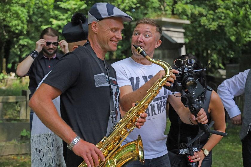Krzysztof Krawczyk junior w nowej roli. Gra w teledysku u przyjaciela